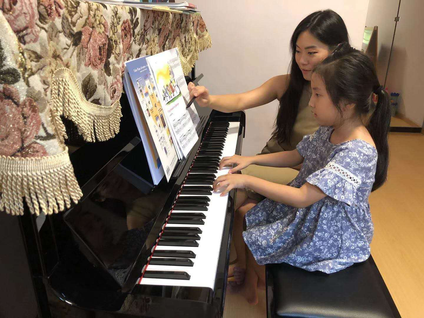 ABRSM GRADED PIANO COURSE